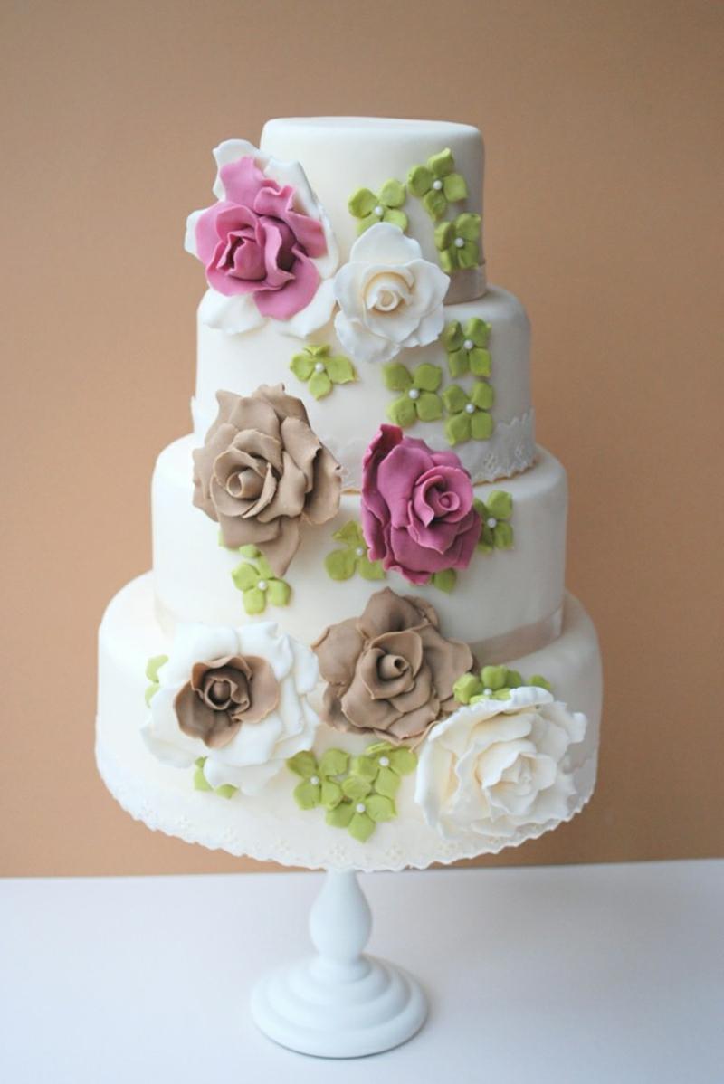 Hochzeitstorte mit Fondant Blumen herrlicher Look