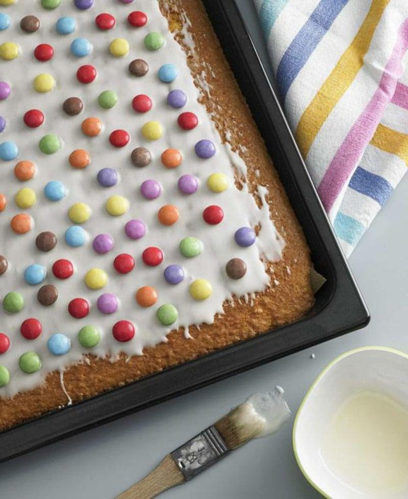 Kuchen mit Fanta und Schokolinsen Blech
