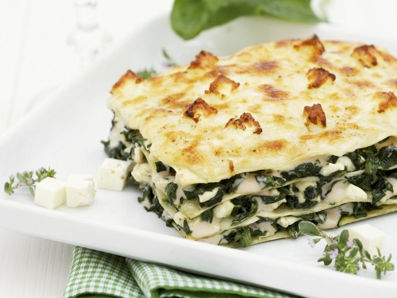 vegetarische Lasagne mit Spinat und Feta