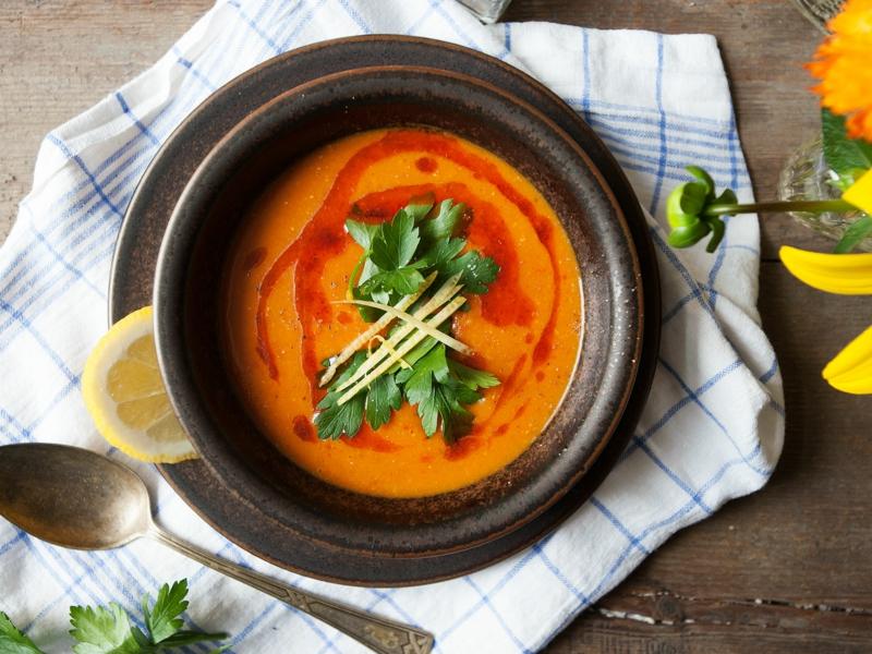 pikante Suppe aus Linsen mit Chili