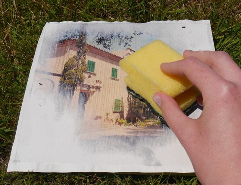 Foto auf Holz transferieren Papierreste entfernen