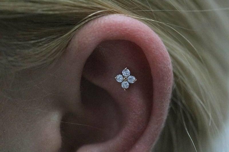 Flat Piercing originell Blume
