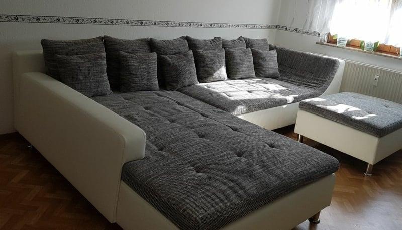 Wohnzimmersofa sehr groß viele Kissen