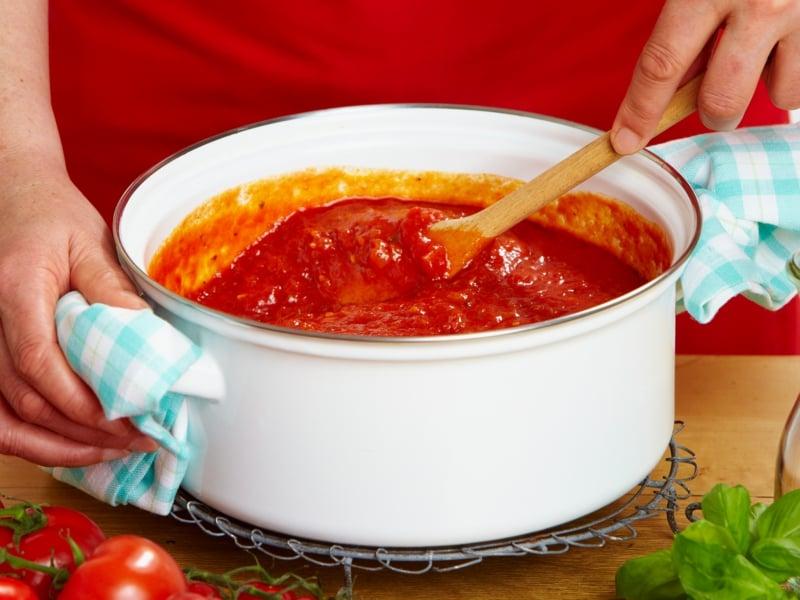 Tomatensauce mit Currypulver