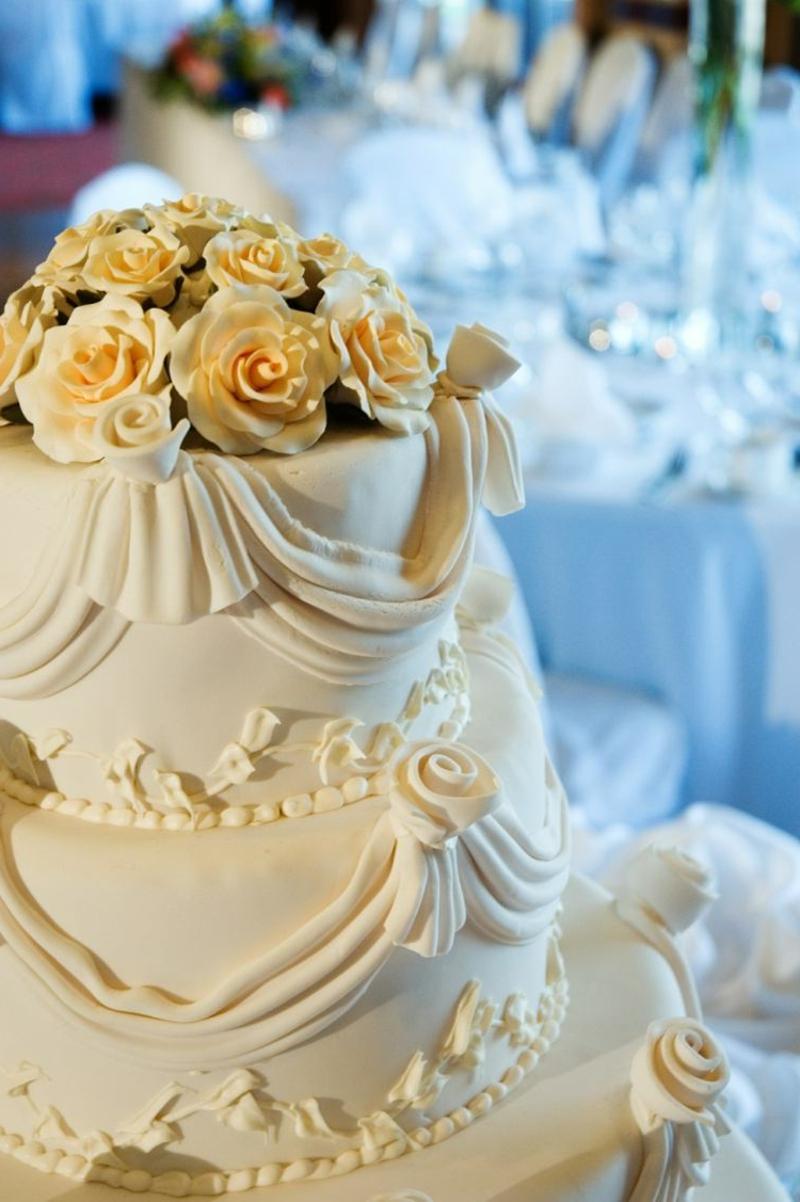 Hochzeitstorte prachtvoll dekoriert