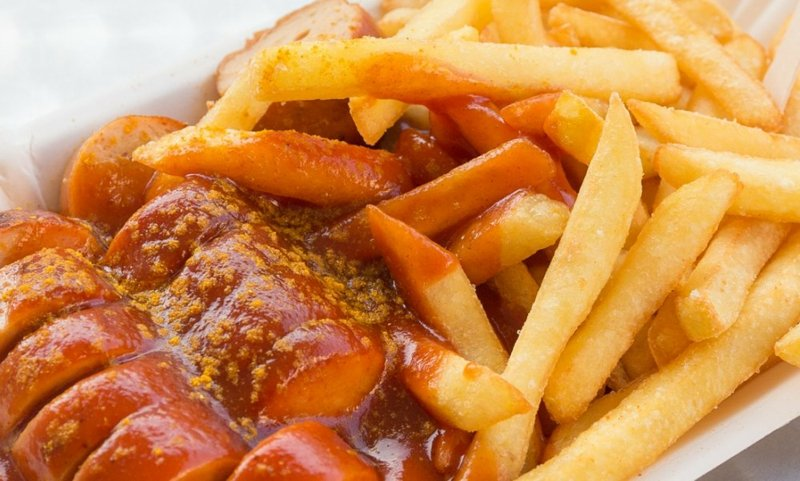 Currywurst Rezept mit Pommes