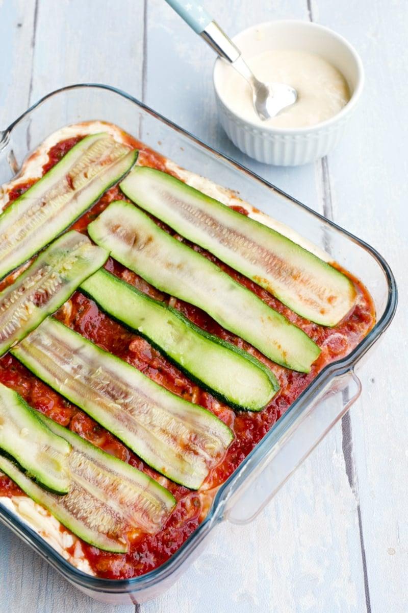 vegetarische Lasagne mit zucchini und Tomatensauce
