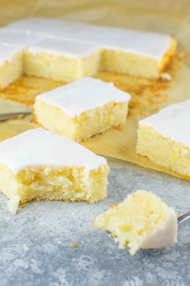Blechkuchen mit Zitrone leichtes Rezept