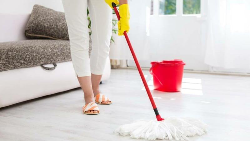 Boden reinigen wischen