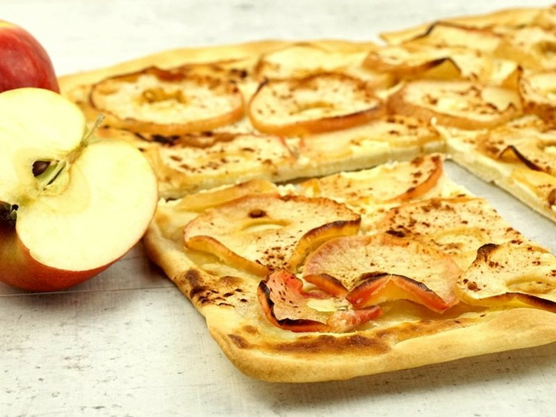 süßer Flammkuchen mit Äpfeln