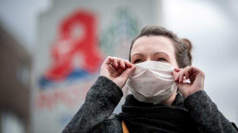 Schutzmaske tragen Nase Mund