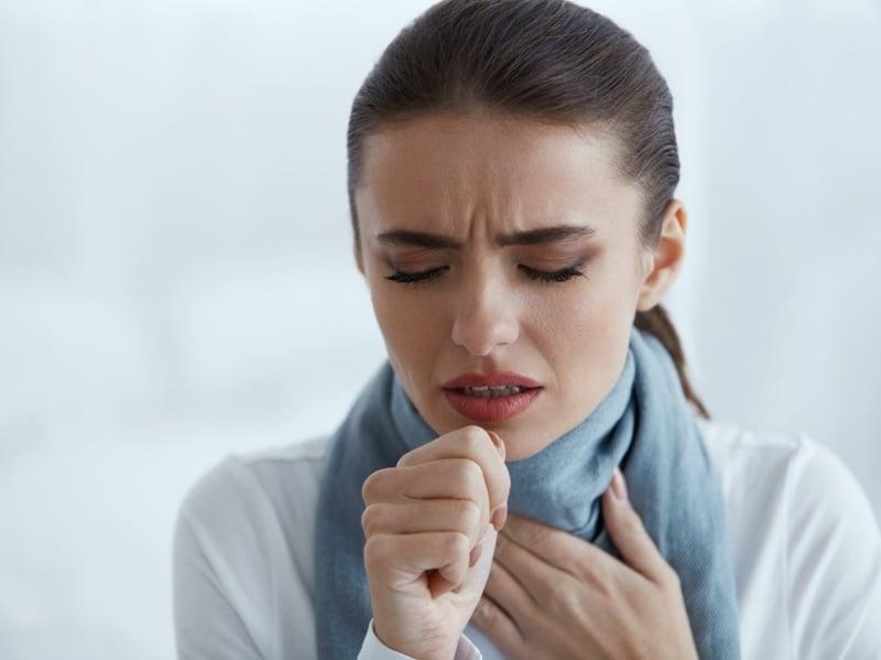 Coronavirus Symptome Husten hohes Fieber