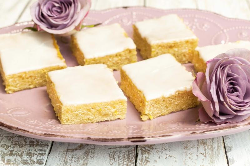 Kuchen mit Zitrone und Zuckerguss vom Blech