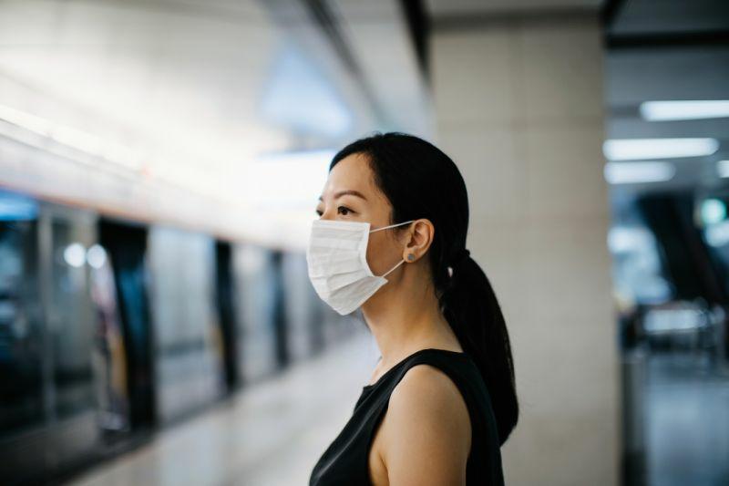 Schutzmaske tragen Gesicht Covid 19