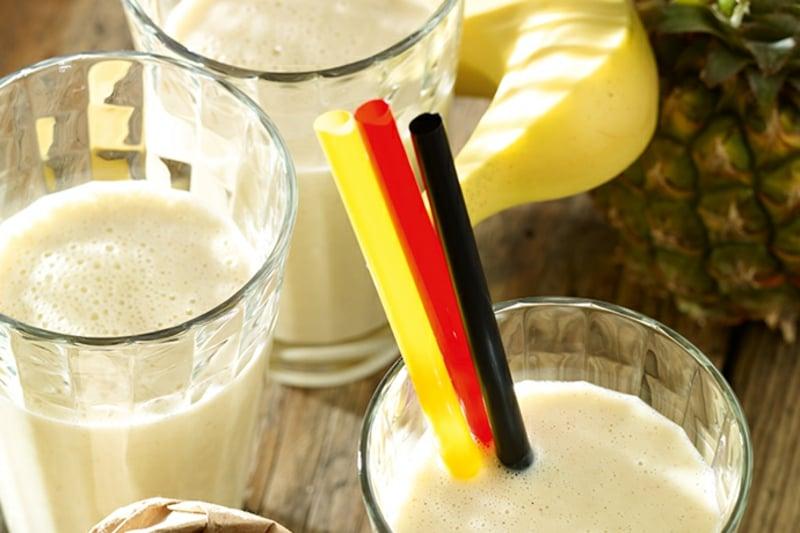 Milchshake mit Banane und Eiweißpulver