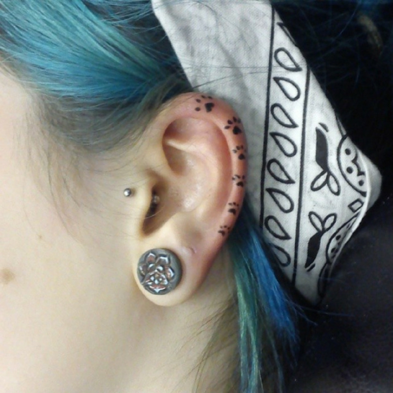 Helix Tattoo Pfoten originell