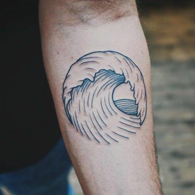 Tätowierung Arm Welle Mann