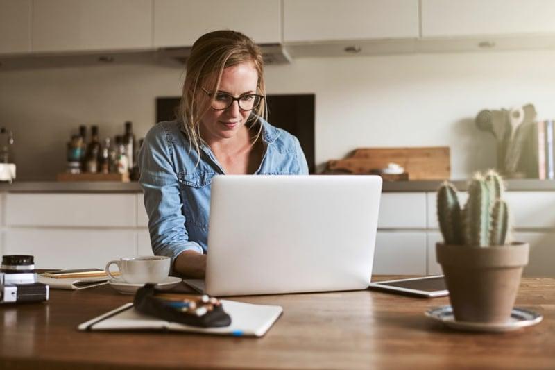 von Zuhause aus arbeiten soziale Distanz halten
