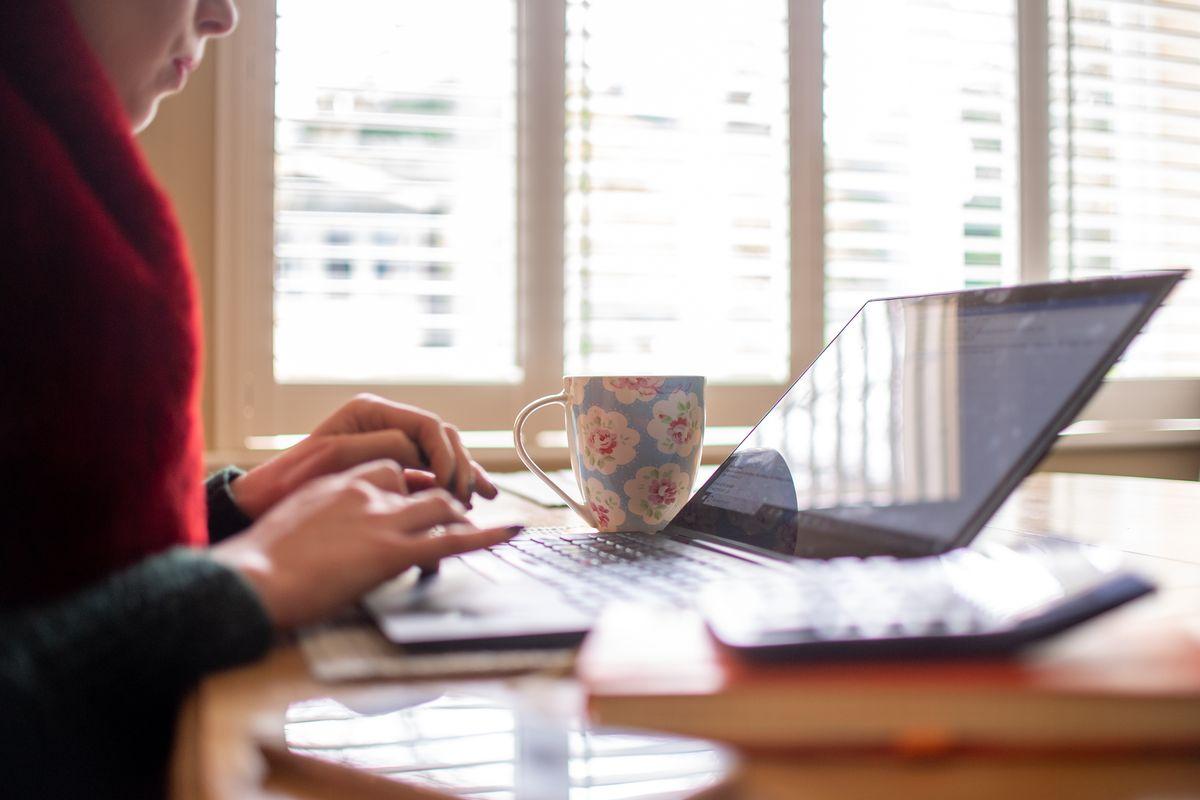 soziale Distanz von Zuhause aus arbeiten