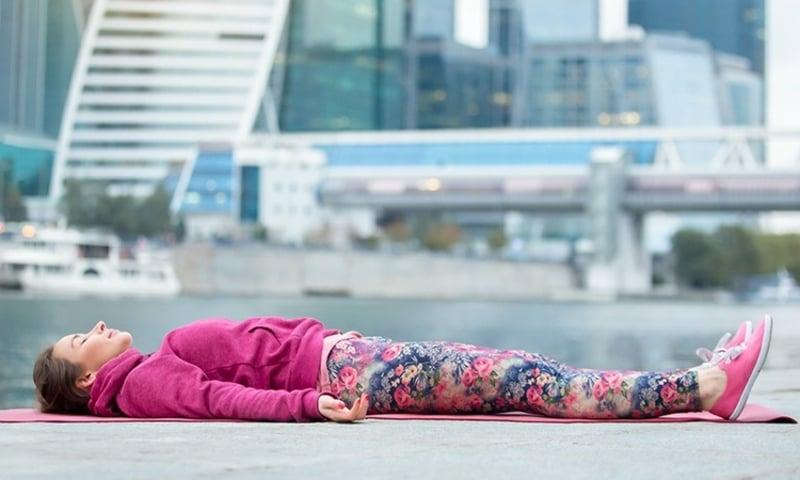 sich mit Yoga entspannen