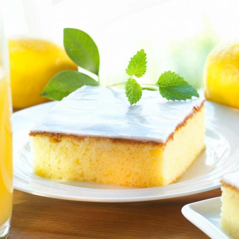 Blechkuchen mit Zitrone