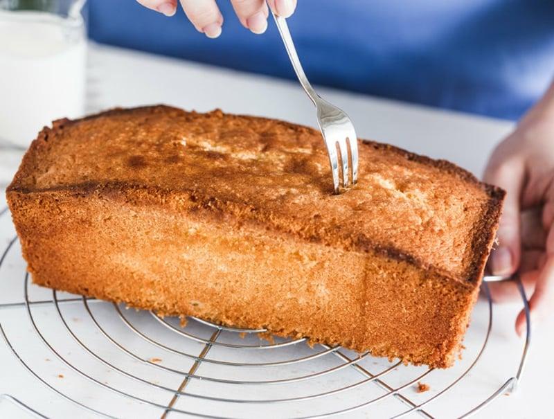 Kuchen einstechen Gabel