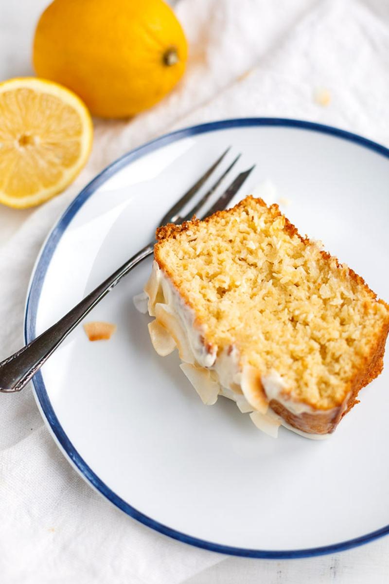 Zitronenkuchen servieren