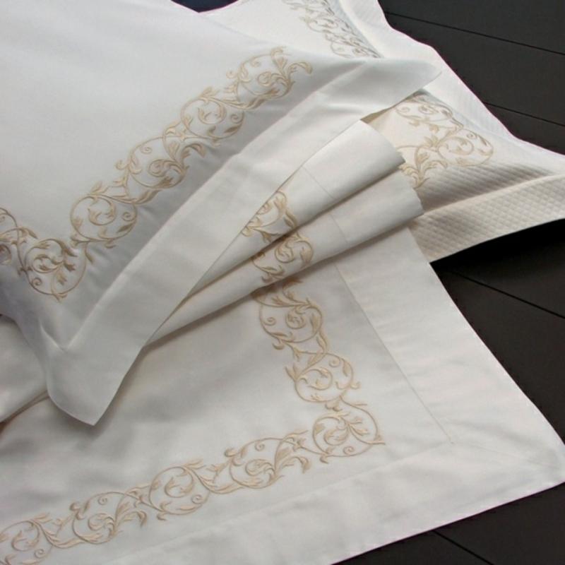 luxuriöse Bettwäsche weiß