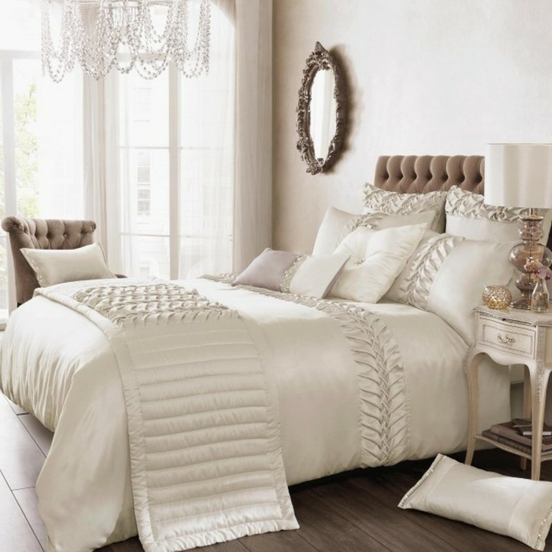 weiße Bettwäsche aus Satin wirklich elegant