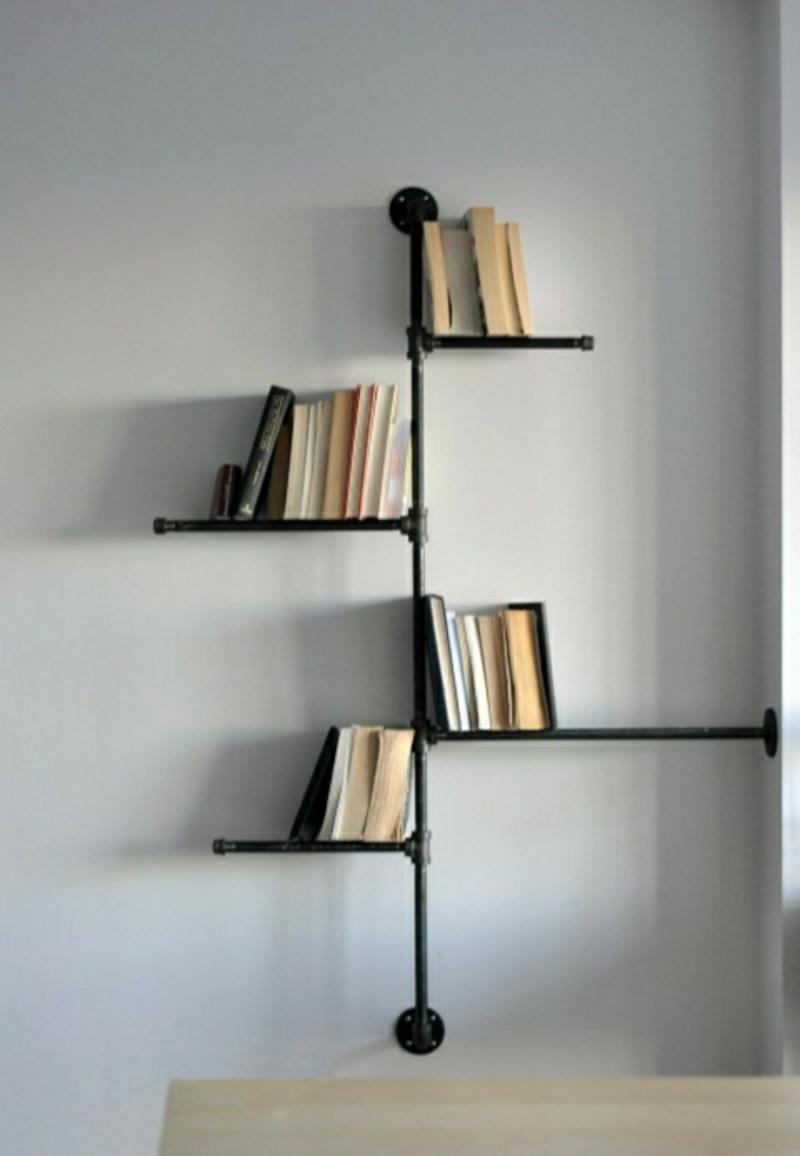 originelle Bücherregale alte Metallröhre