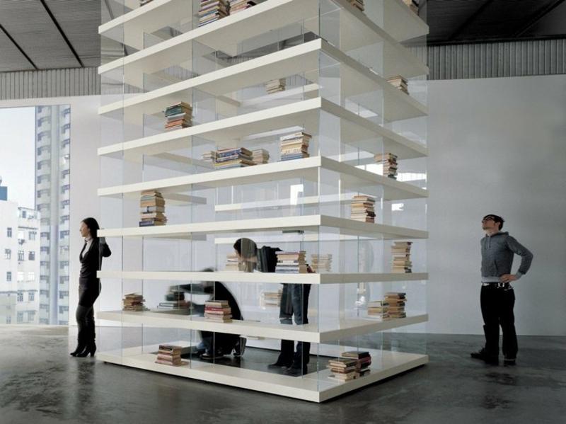 riesiges Bücherregal sehr hoch freistehend