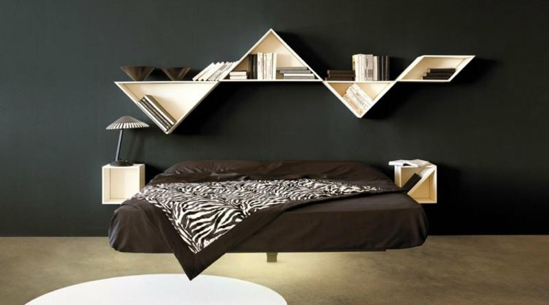 Bücherregal im Schlafzimmer