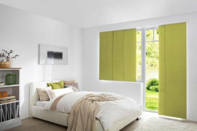 Schiebegardinen in Hellgrün weißes Schlafzimmer