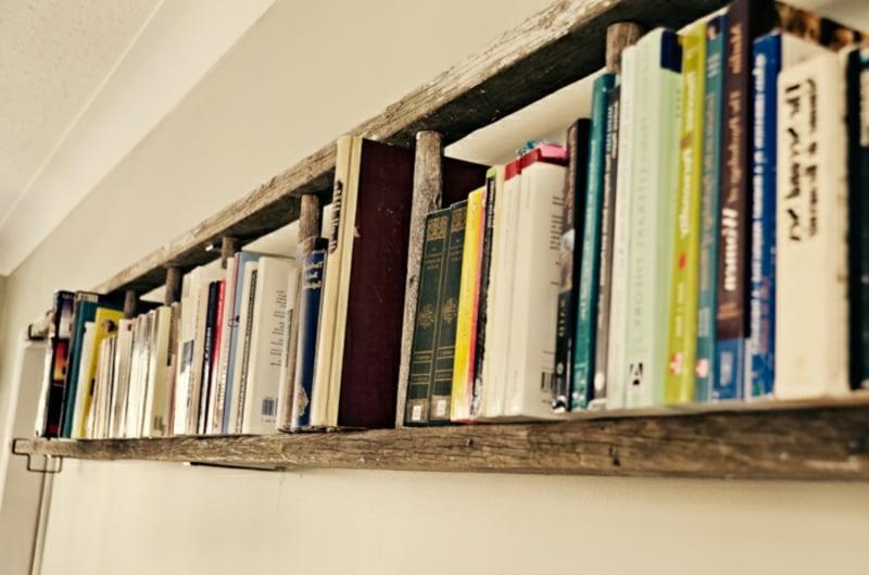Holzleiter Wand Bücherregal