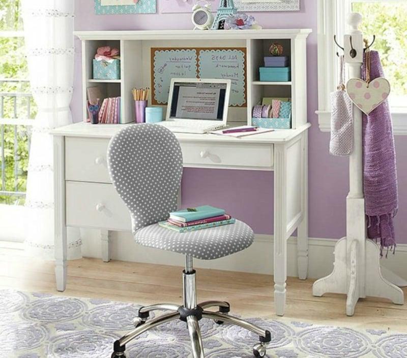 Mädchenzimmer eleganter Schreibtisch aus Holz