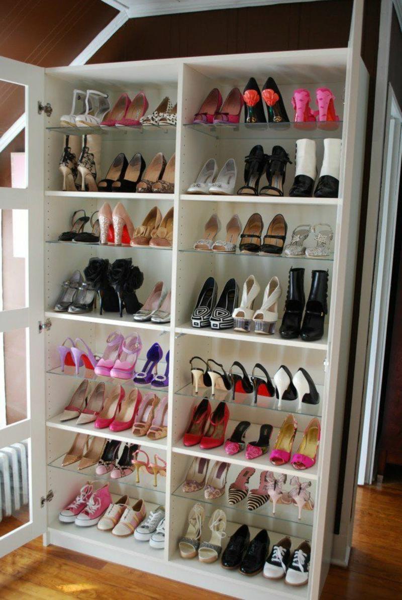Schuhe anodrnen großer Schrank weiß