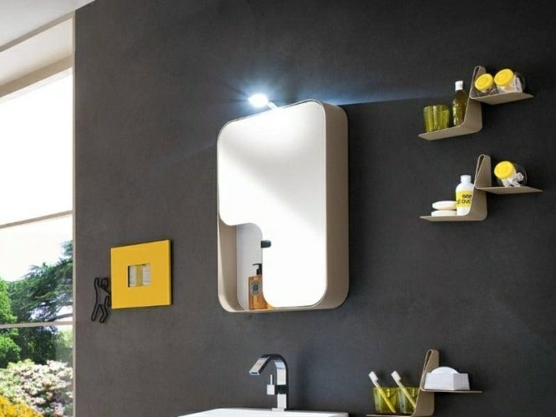 Spiegelschrank Lampe darüber moderner Look