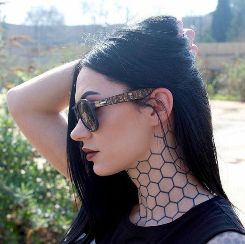 Tätowierung extravagant Hals Frau
