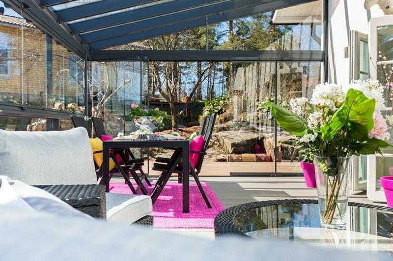Windschutz Terrasse Überdachung und Glasschiebetüren