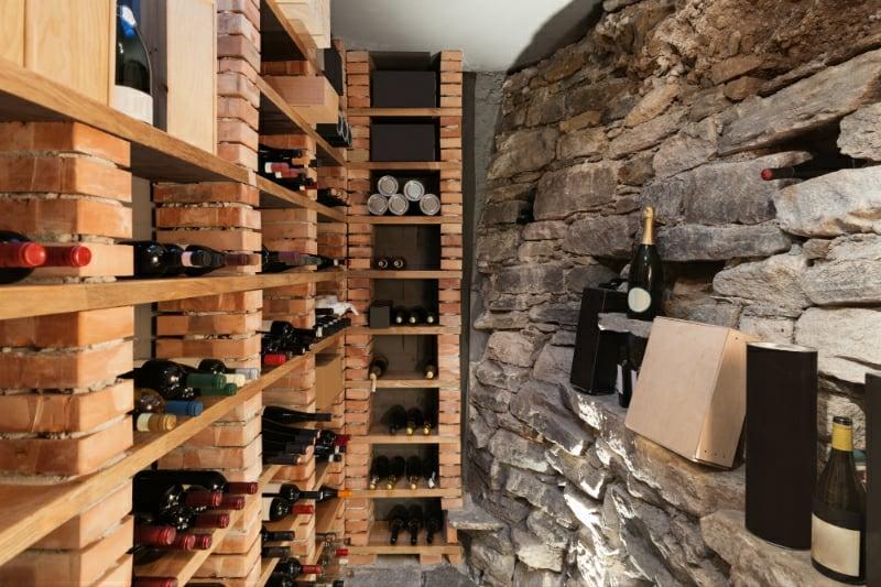 Weinkeller praktische Regale