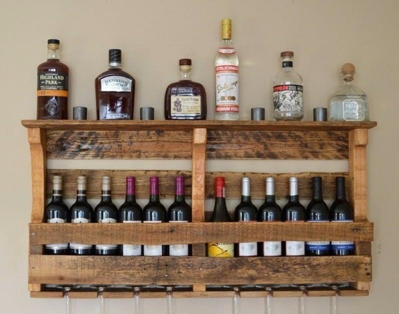 Regal bauen aus Palette Weinflasche