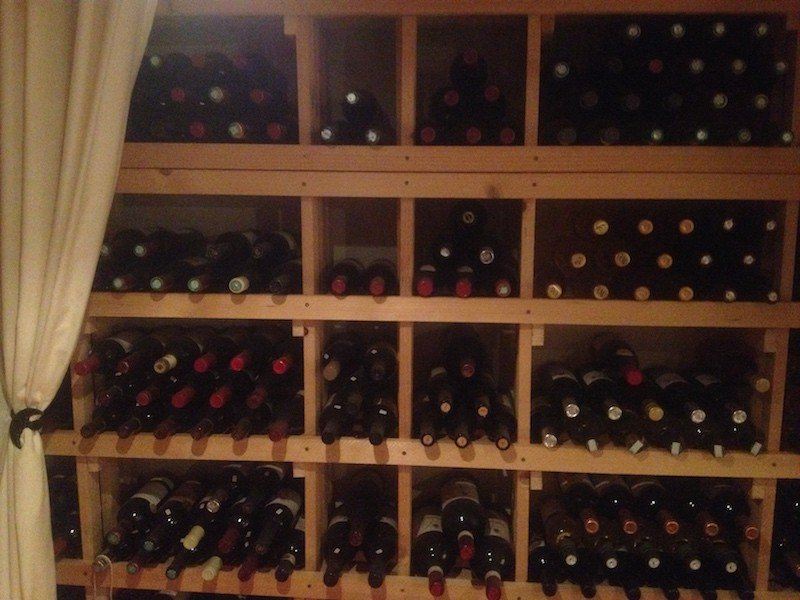Weinkeller die Flaschen lagern praktische Ideen