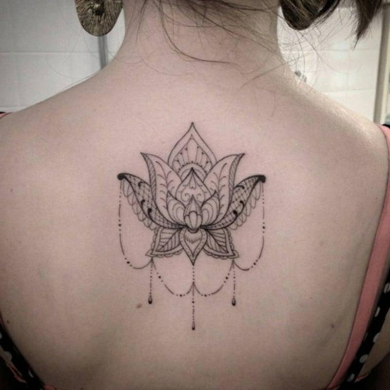 Lotus Tattoo Mandala stilvolles Design