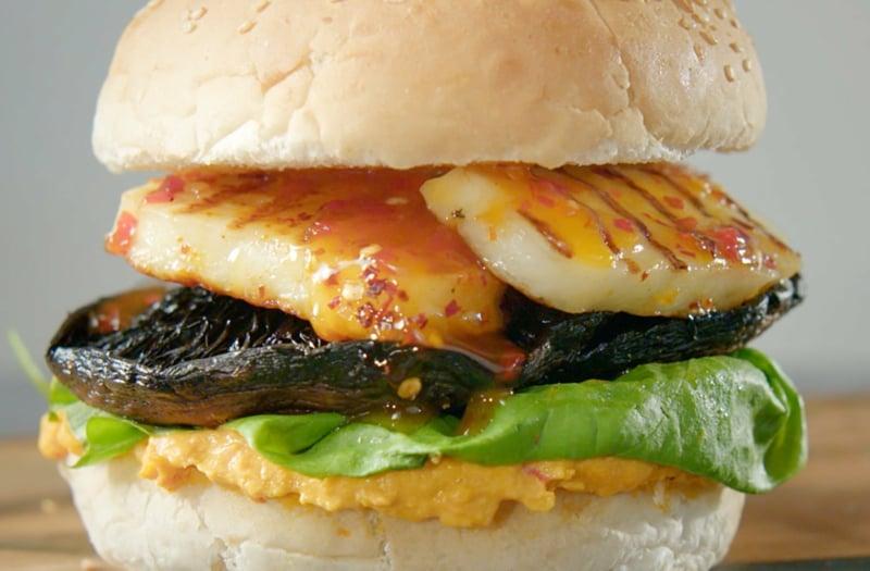 Burger mit Halloumi und Pilzen