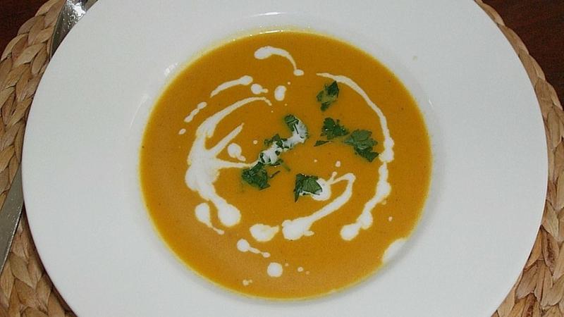 Cremesuppe aus Möhren und Kokosmilch