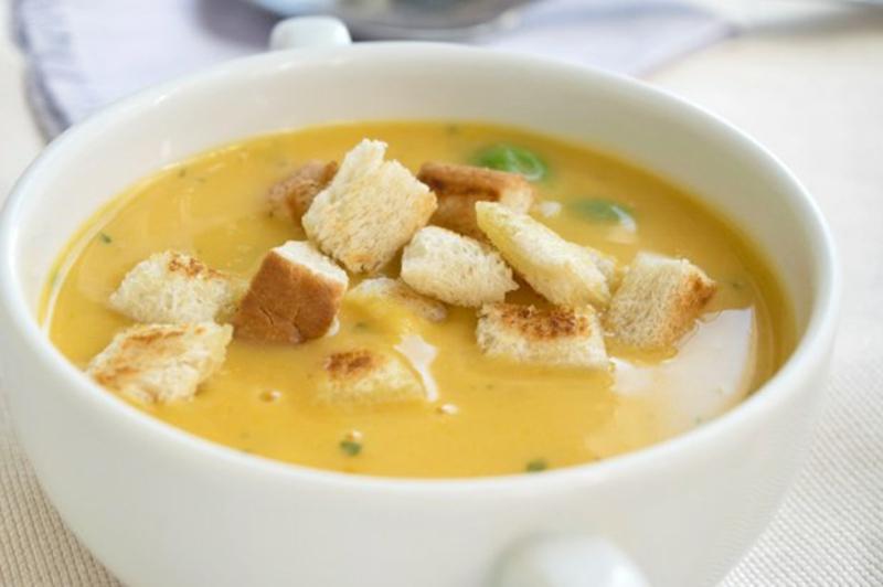 Suppe mit Croutons Möhren Ingwer