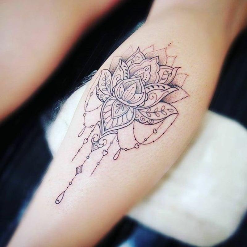 Tattooidee Lotusblume elegant Unterarm