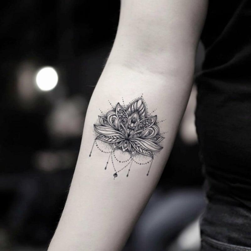 Lotusblume Tätowierung Unterarm