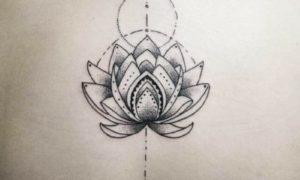 Lotus Tattoo Mandala symmetrisch stilvoll