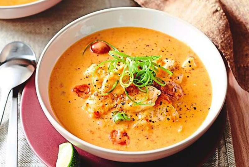 Suppe mit Kokosmilch und Curry